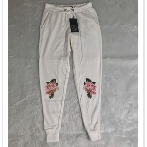 NWT Chaser Floral Knee Jogger